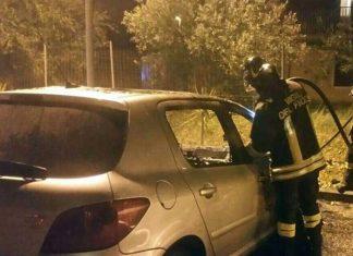 Civitavecchia, 2 mașini cu proprietari români incendiate de noapte.