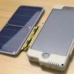 """Un român a inventat ArKase, husa care-ți încarcă telefonul mobil """"din mers""""."""
