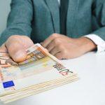 """Al treisprezecelea salariu sau """"tredicessima"""" pentru muncitorii din Italia."""