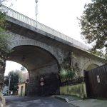 Roma – elevă româncă de 14 ani se aruncă de pe un pod în Ajunul Crăciunului. Internată în condiții foarte grave.
