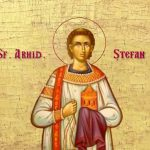 Sfântul Ștefan, primul martir al Bisericii creștine, ucis cu pietre pentru credința sa.