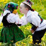 Mociriță cu trifoi, m-o cerut la mama doi… De Dragobete, să iubim românește oriunde în lume ne-am afla!