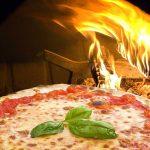 Pizza – de la mâncarea săracilor din Napoli la cel mai răspândit produs din lume, alături de blugii și rock'n roll-ul american