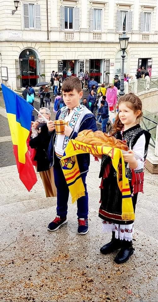 """""""Dăcițe cu altițe"""", eveniment organizat la Roma cu ocazia Zilei Naționale a Costumului Popular"""