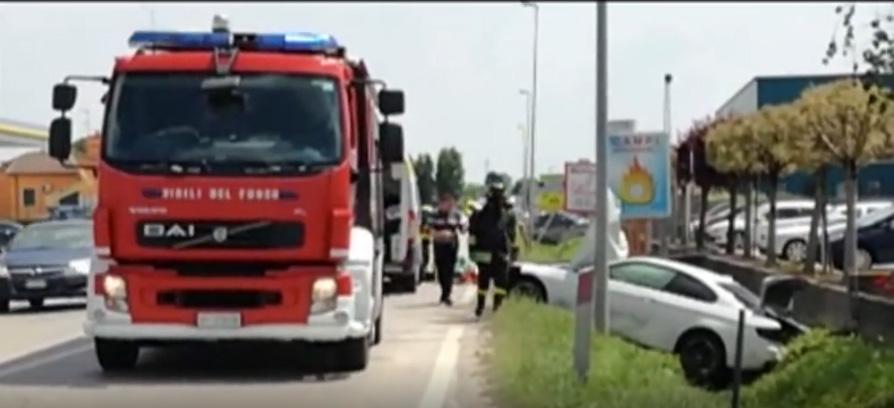BMW-ul în care se aflau cei 4 cetățeni români. Sursa foto: www.larena.it